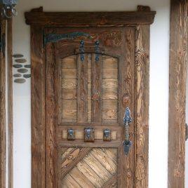 Дверь под старину #11
